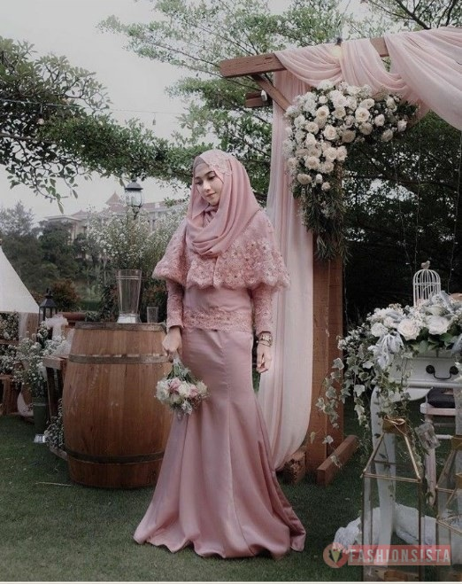 Gaun Dress Kebaya Brokat Muslim Hijab Modern Model Cape Dusty Pink