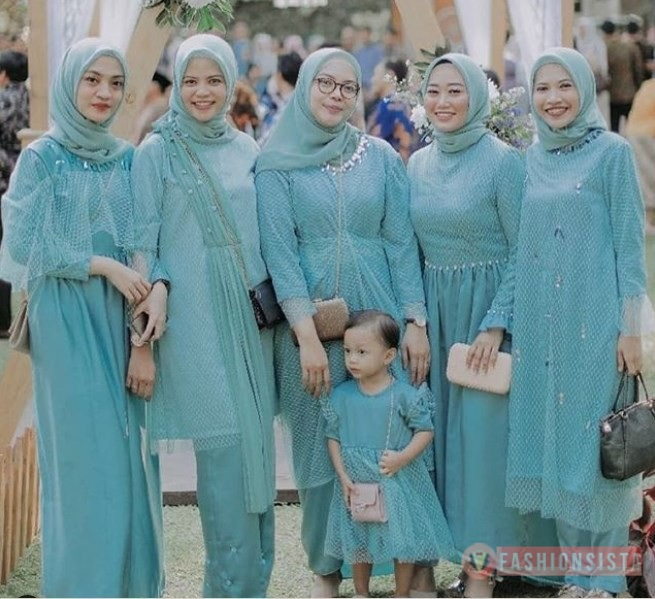 Model Kebaya Brokat Hijab Dress Modern Biru Muda