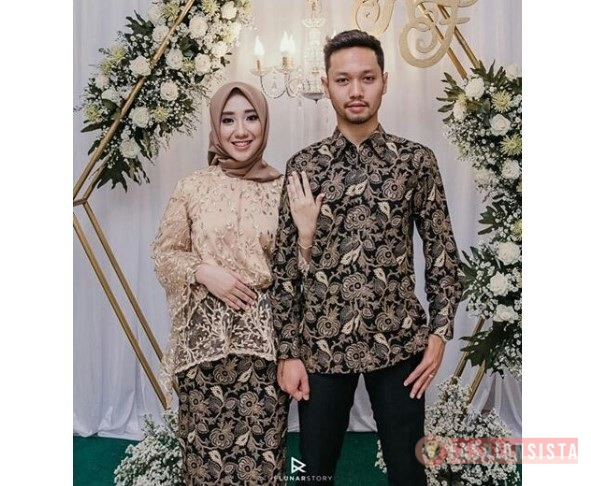 Model Kebaya Couple Terbaru Panjang Cream Pastel