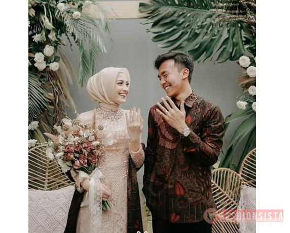 Baju Lamaran Couple Model Kebaya Selendang Batik Soft Peach