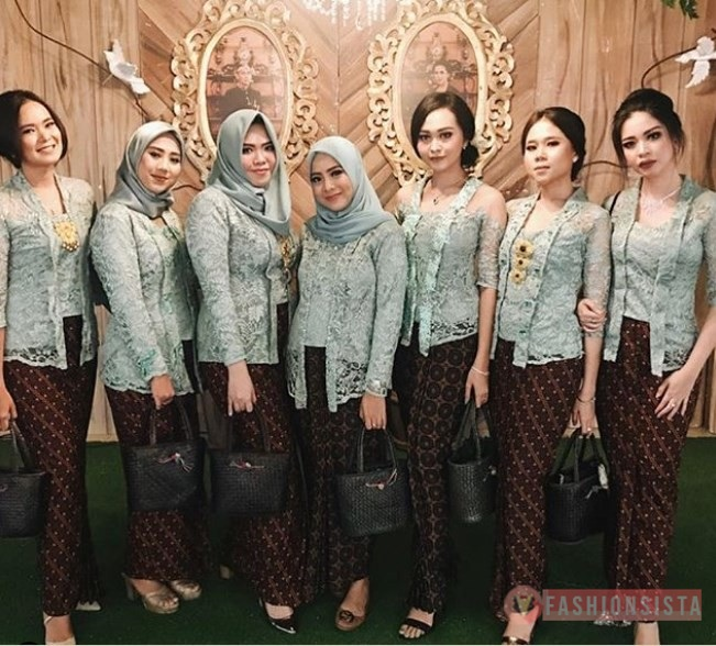 Model Kebaya Kutubaru Modern Hijab Brokat Soft Blue