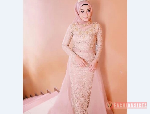 Model Kebaya Muslim Berekor Soft Peach