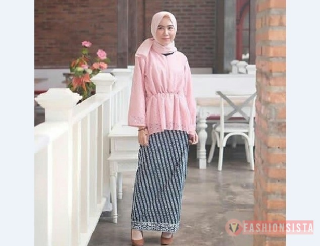 Model Kebaya Muslim Peplum Bahan Brokat Soft Peach