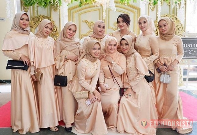30 Model Dress Pesta Atau Gaun Kebaya Terbaru Modern 2020