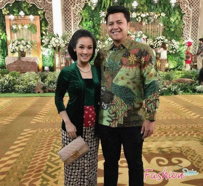 Model baju batik couple simple kondangan 1